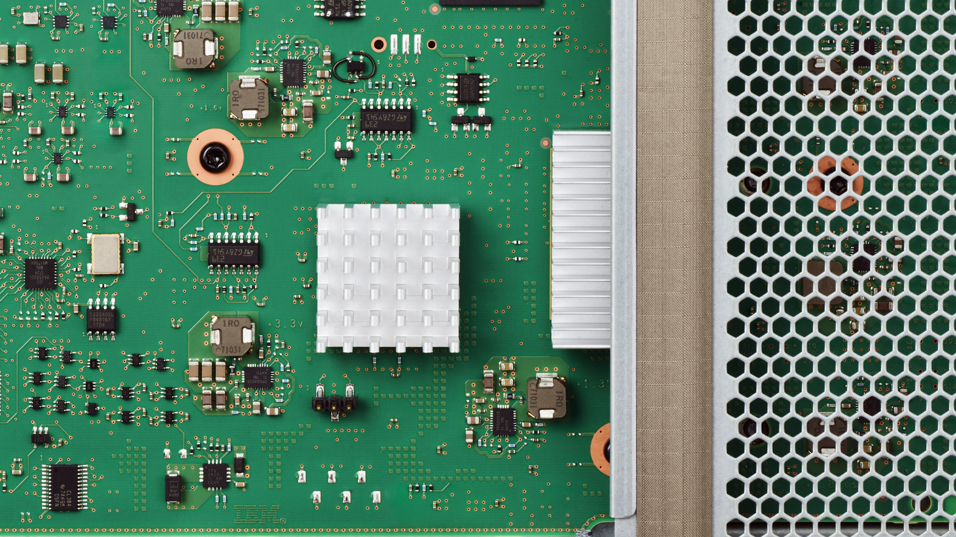 Image of a POWER9 chip.